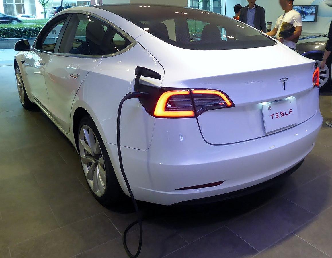 Tesla Dating: l'App di incontri per possessori di Auto Elettriche Tesla