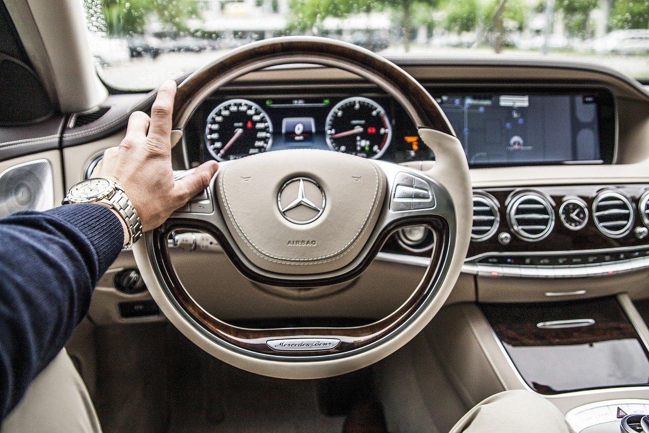 MBUX Hyperscreen su auto Mercedes