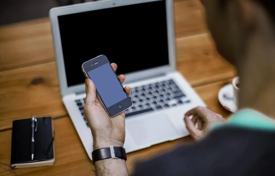 Cosa fare se lo schermo dell'iPhone diventa nero e si blocca