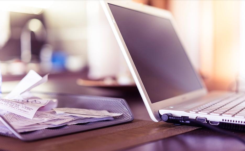 Guida Adobe ufficiale per comprimere rapidamente un file PDF online