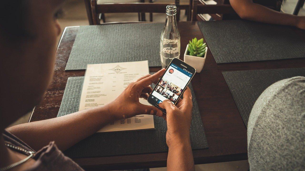 Perché non è possibile vedere i profili privati Instagram senza essere registrati