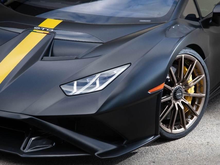 Lamborghini e Bridgestone uniscono le forze per sviluppare i pneumatici Potenza Race