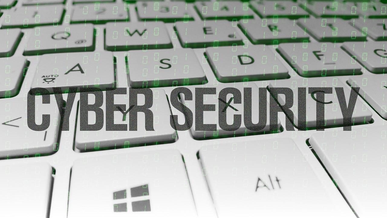 Con gli spyware nessun telefono è al sicuro, parola di Edward Snowden