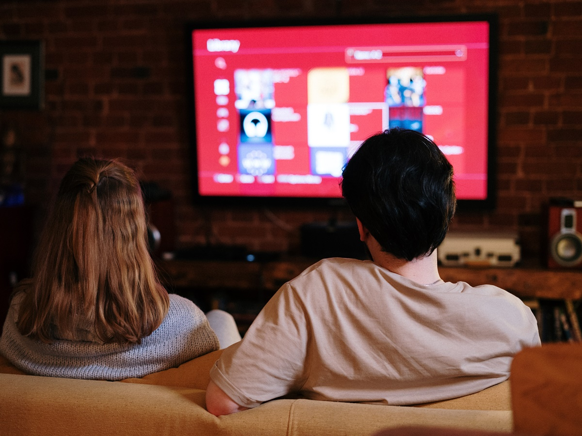 YouTube spinge i contenuti online sui televisori domestici