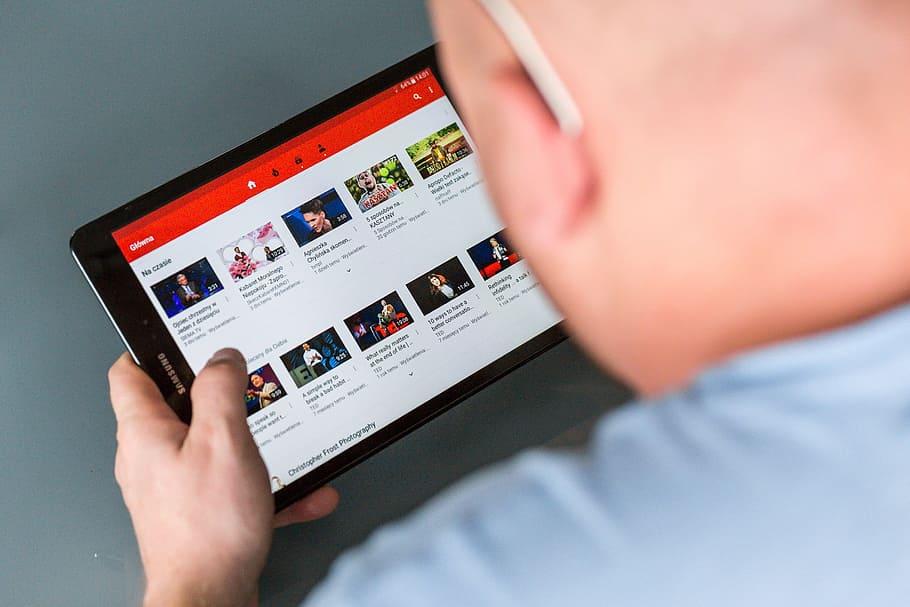 Si può usare l'app di YouTube senza vedere la pubblicità?