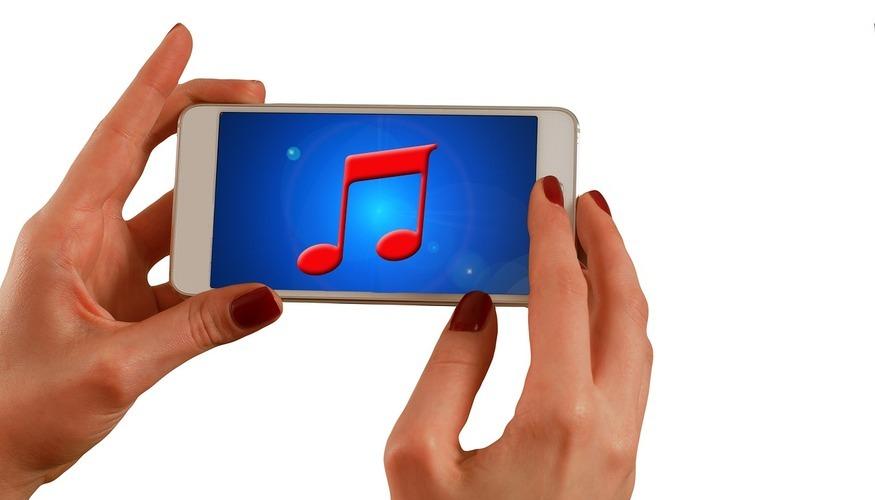 Scaricare da internet musica online gratis sul cellulare è legale?