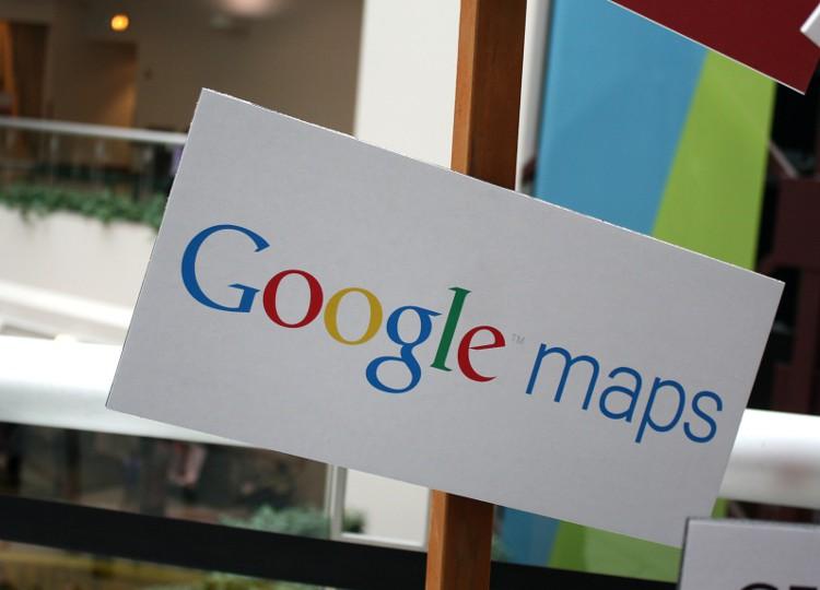 Come cancellare luoghi dalla cronologia di navigazione Google Maps su telefonini iPhone e Android